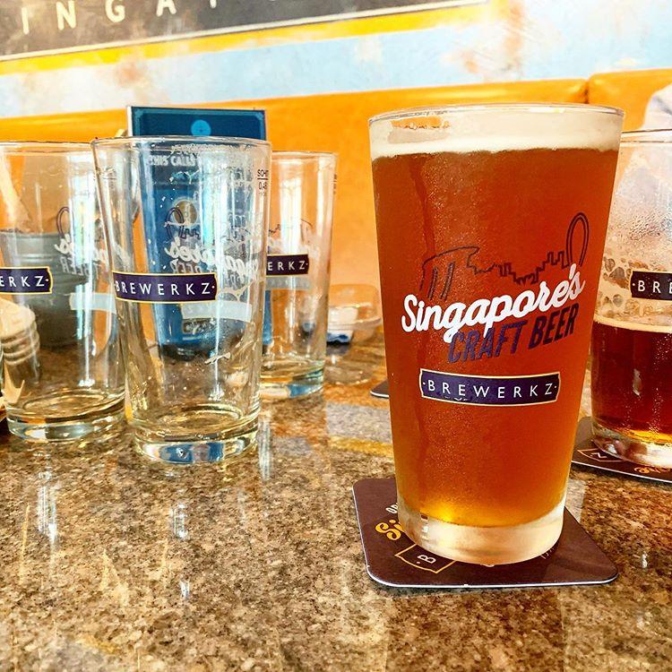 bia tươi lạnh, bia từ vòi, giao bia, singapore bia, brewerkz
