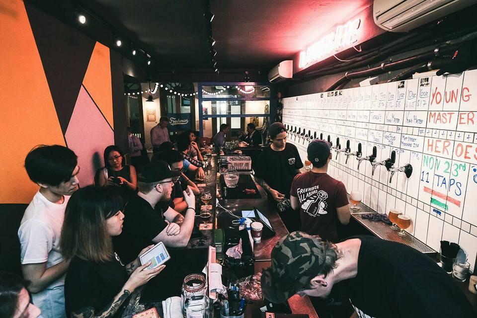 16 vòi bia tươi, khách hàng mua bia, freehouse singapore