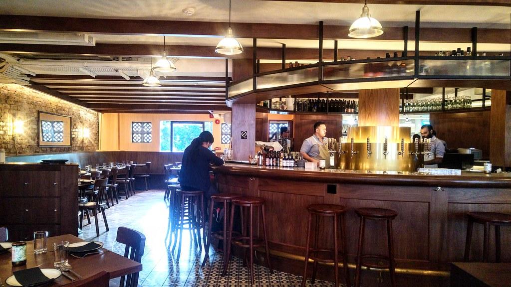 nhà hàng bia thủ công tại singapore, young master brewery, giao hàng toàn đảo