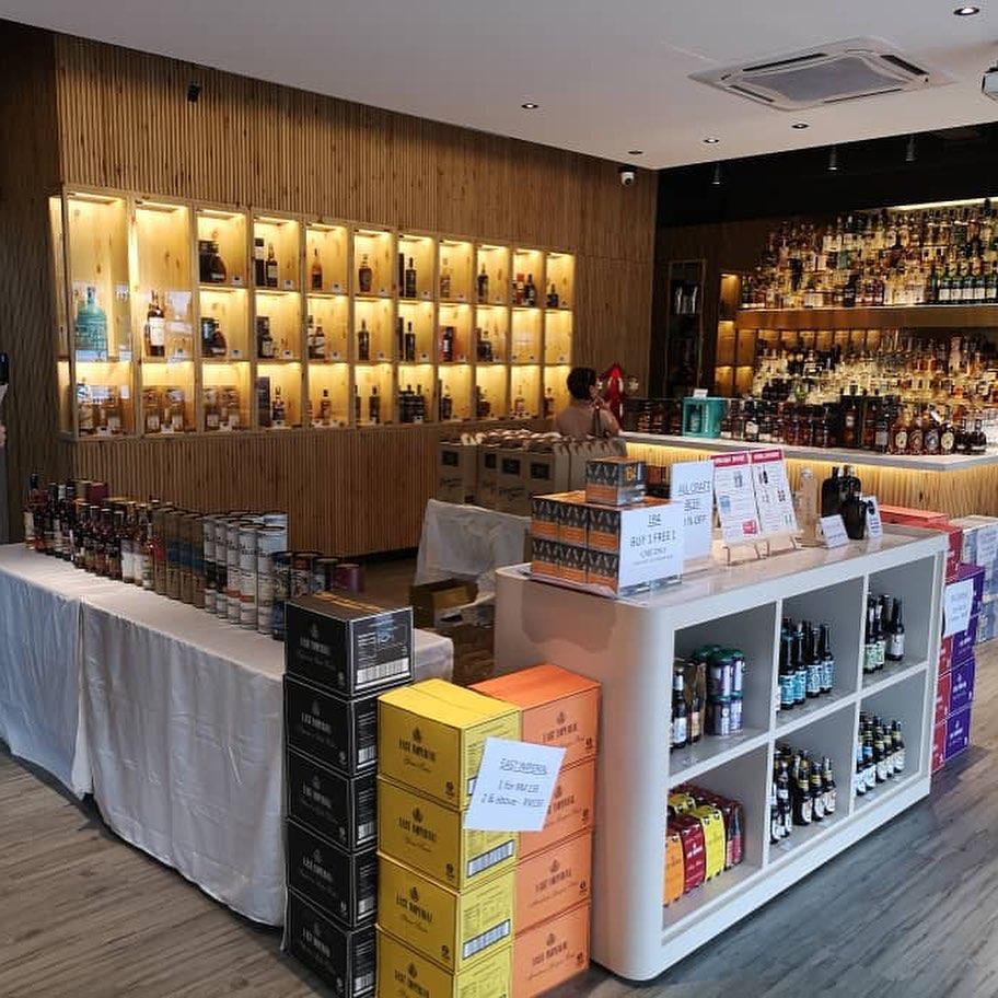 Cửa hàng và quầy bar của Wholly Spirits, cồn giao tận tay